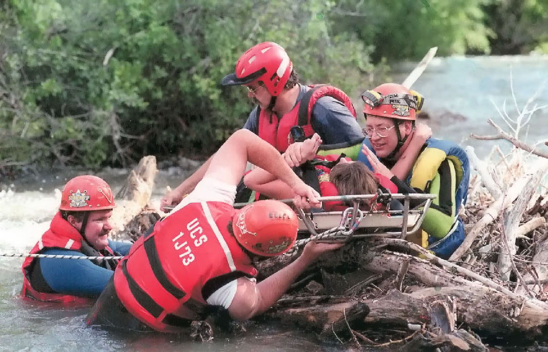 Mountain rescue workers - Stock Image - T660/0047